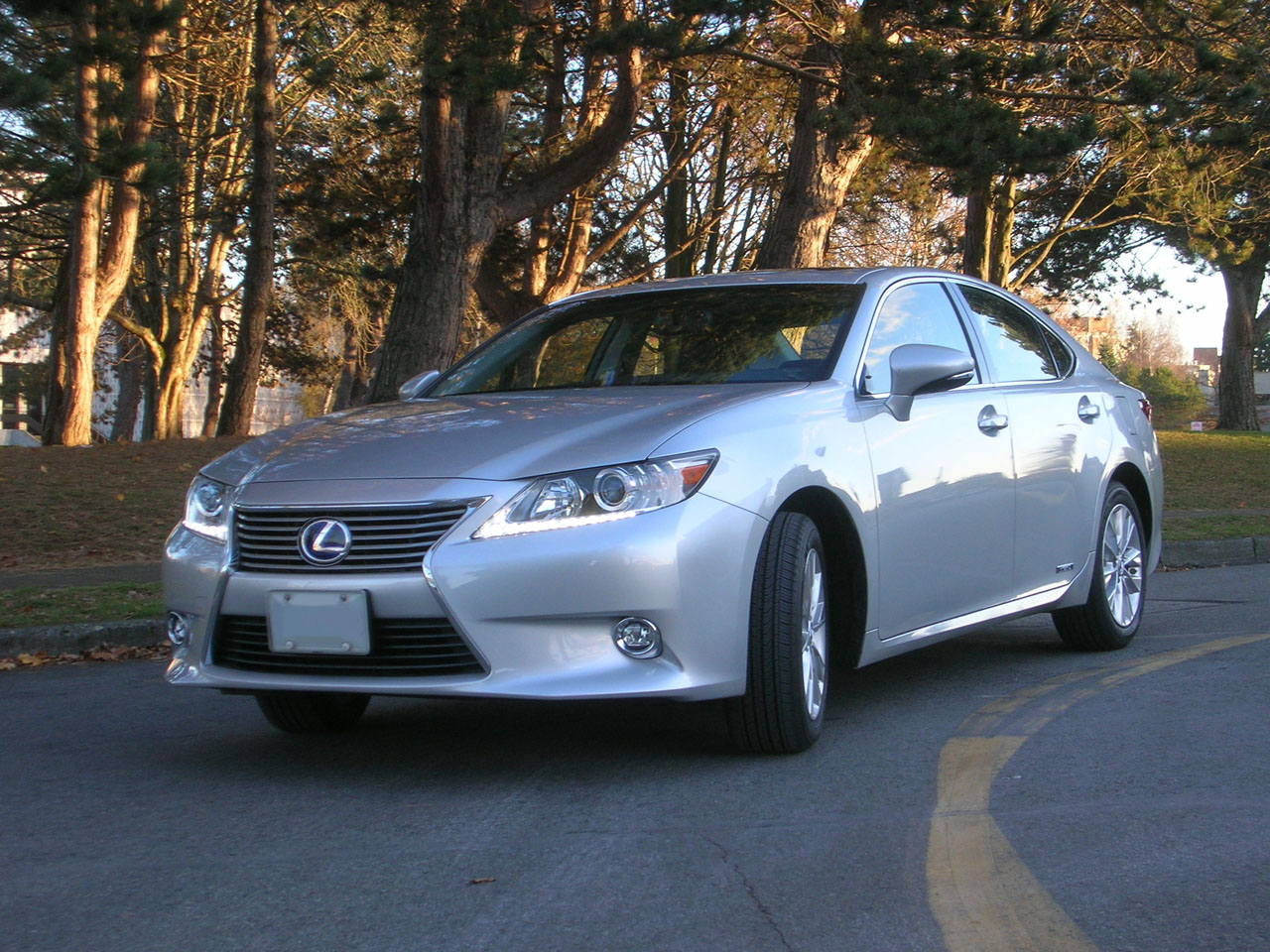 2014 lexus es 300h road test review carcostcanada. Black Bedroom Furniture Sets. Home Design Ideas
