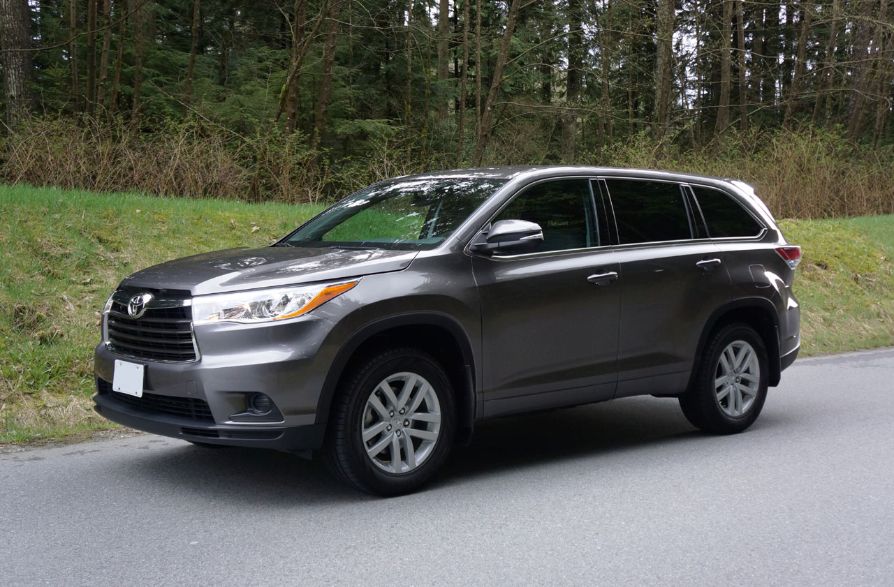 2014 toyota highlander le awd road test review carcostcanada