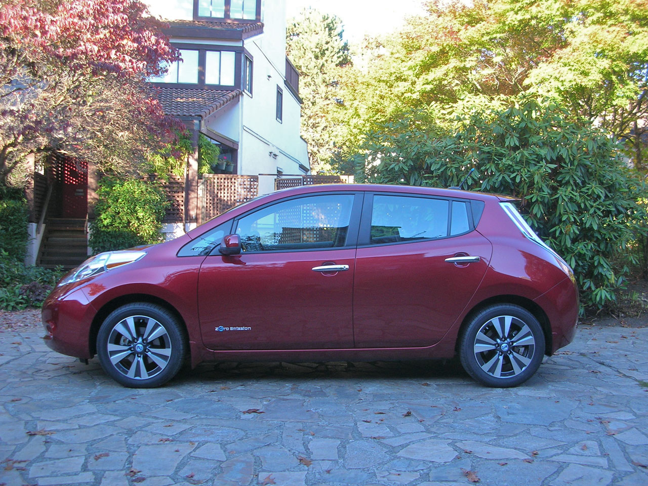 2014 nissan leaf sl road test review carcostcanada. Black Bedroom Furniture Sets. Home Design Ideas