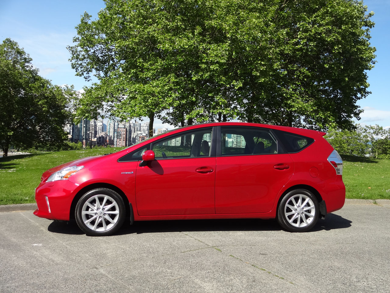 2014 toyota prius v touring road test review carcostcanada. Black Bedroom Furniture Sets. Home Design Ideas