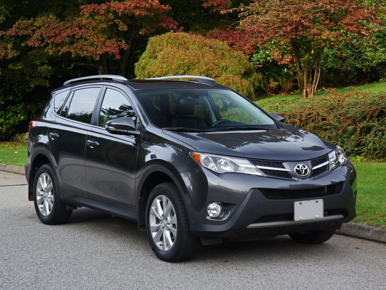 2015 toyota rav4 awd limited road test review carcostcanada. Black Bedroom Furniture Sets. Home Design Ideas