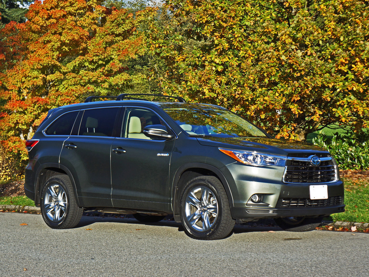 2015 toyota highlander hybrid limited road test review carcostcanada. Black Bedroom Furniture Sets. Home Design Ideas