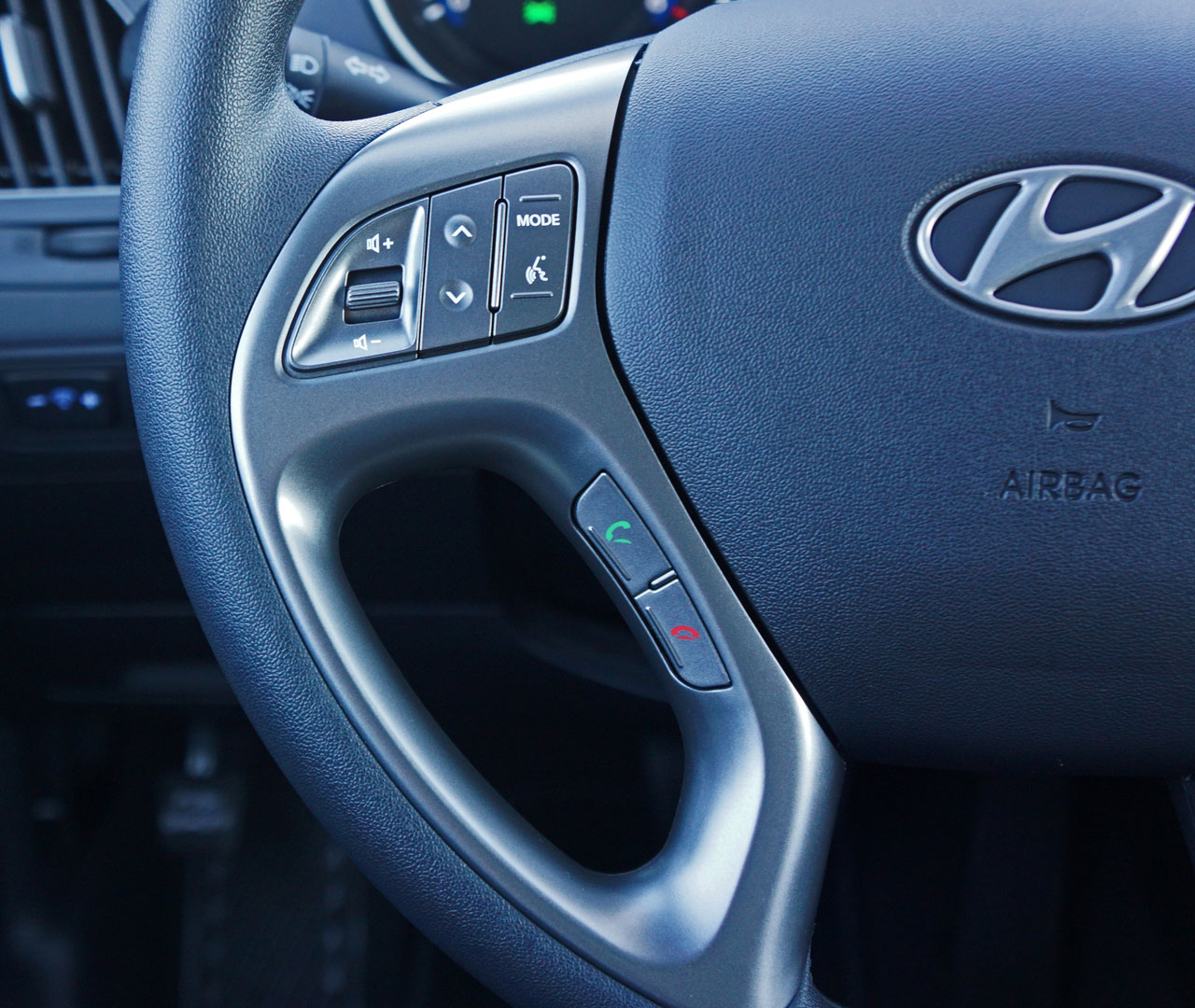 Hyundai Lineup 2015: 2015 Hyundai Tucson GL AWD Road Test Review