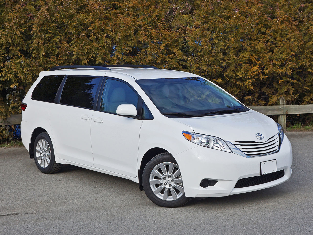 2015 toyota sienna le awd road test review carcostcanada. Black Bedroom Furniture Sets. Home Design Ideas