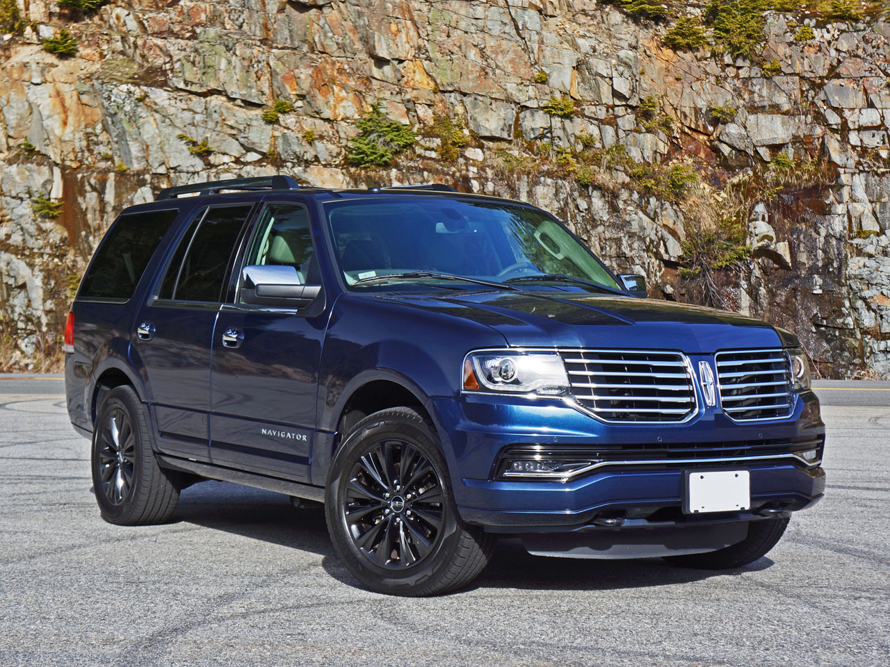 2015 Lincoln Navigator Select Road Test Review | CarCostCanada™