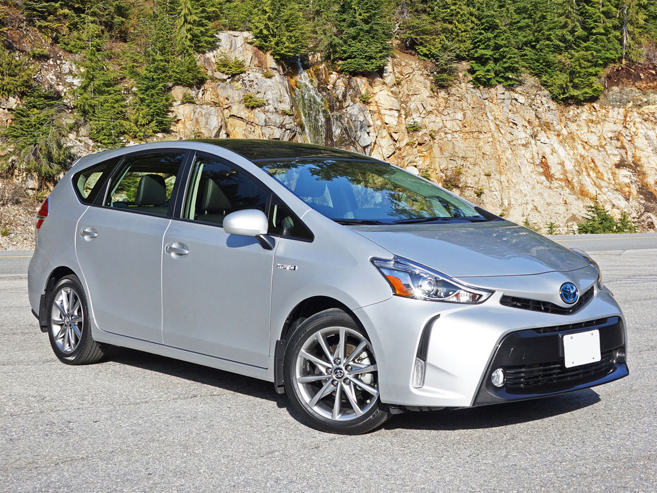 2015 toyota prius v technology road test review. Black Bedroom Furniture Sets. Home Design Ideas