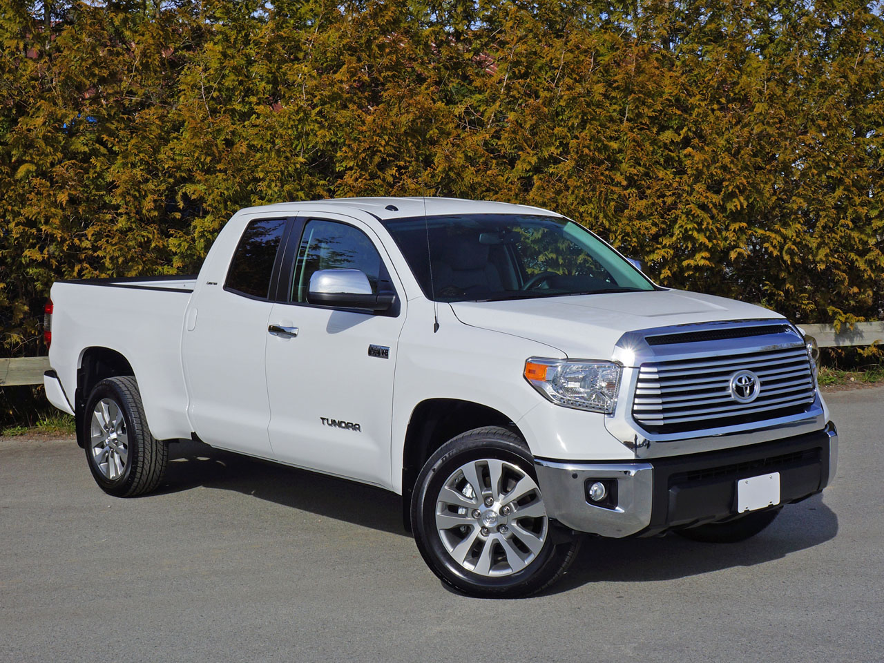 2015 toyota tundra double cab 5 7 limited tech 4x4 road test review carcostcanada. Black Bedroom Furniture Sets. Home Design Ideas