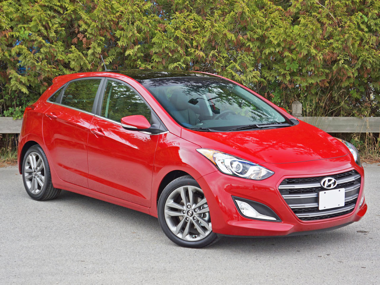 news show elantra view facelift interior in debuts gt chicago more hyundai