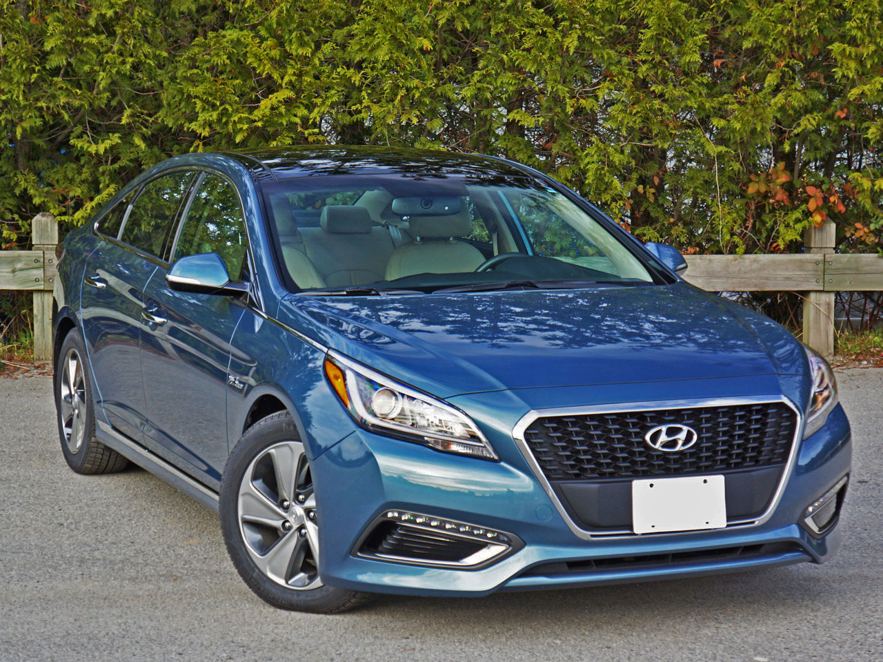 2016 Hyundai Sonata Hybrid Limited Road Test Review