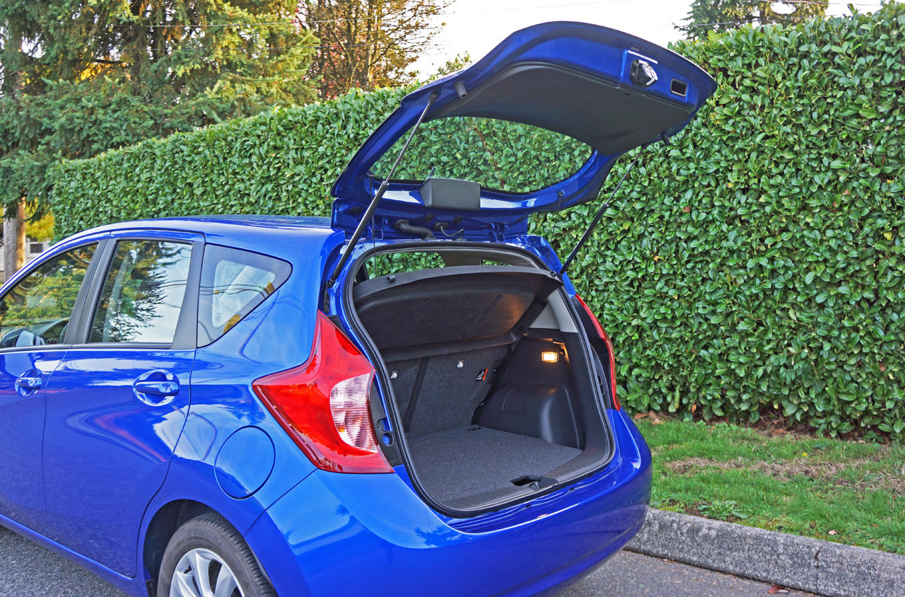 2016 nissan versa note review and road test. Black Bedroom Furniture Sets. Home Design Ideas