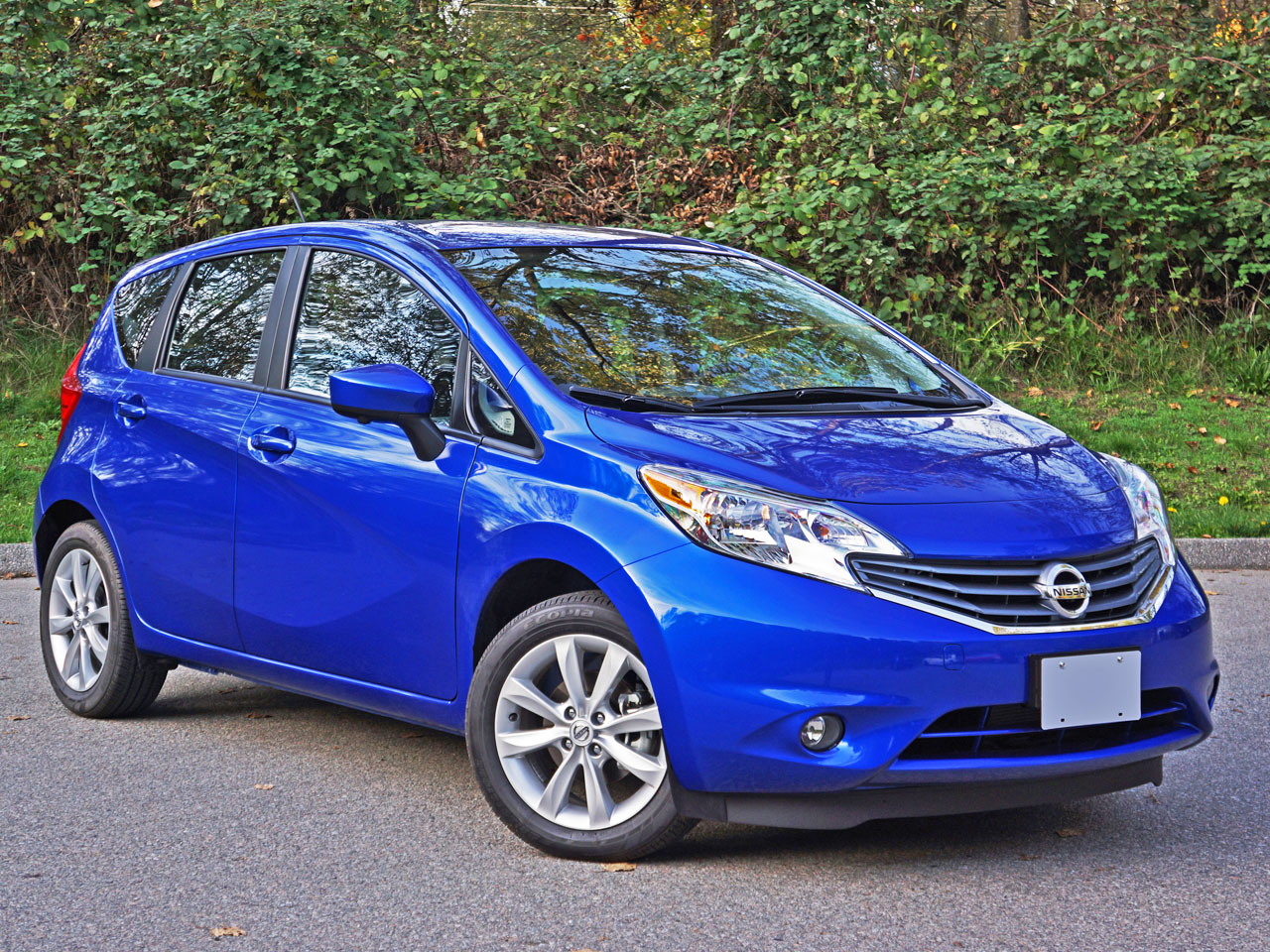 2016 nissan versa note sl road test review carcostcanada. Black Bedroom Furniture Sets. Home Design Ideas
