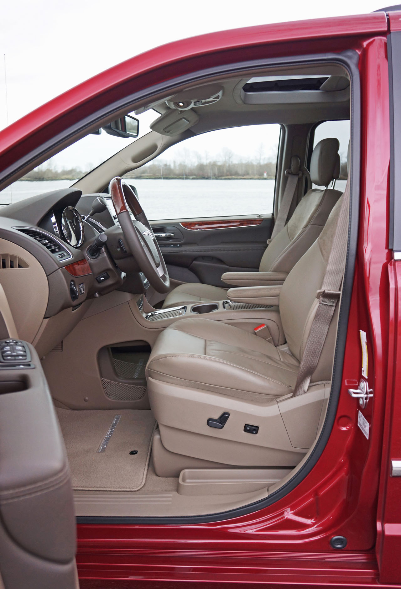 chrysler vehicle review country dodge reviews caravan town used expert grand of and