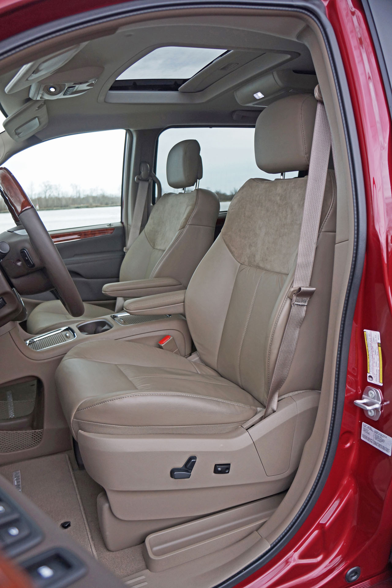autotrader minivan new country watch car review and reviews town chrysler