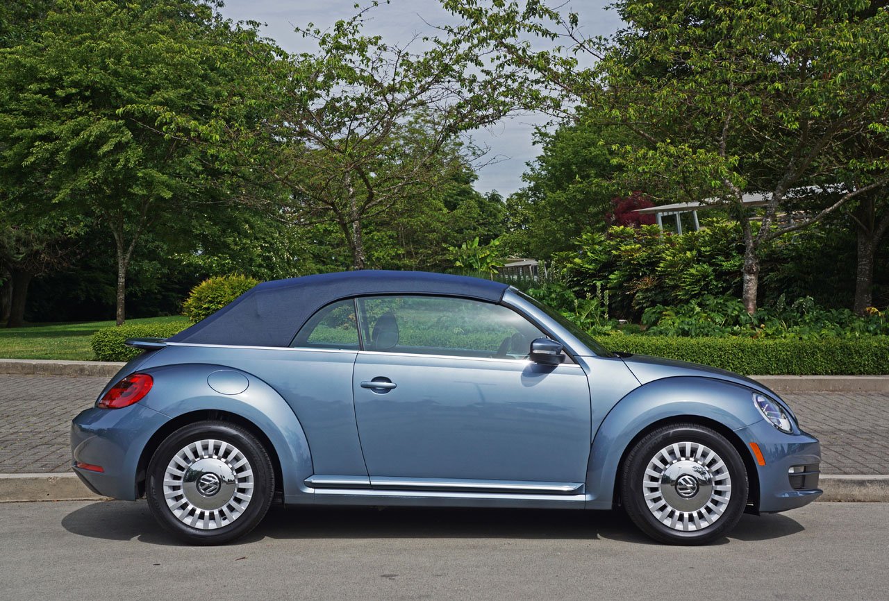 2016 volkswagen beetle convertible denim road test review. Black Bedroom Furniture Sets. Home Design Ideas
