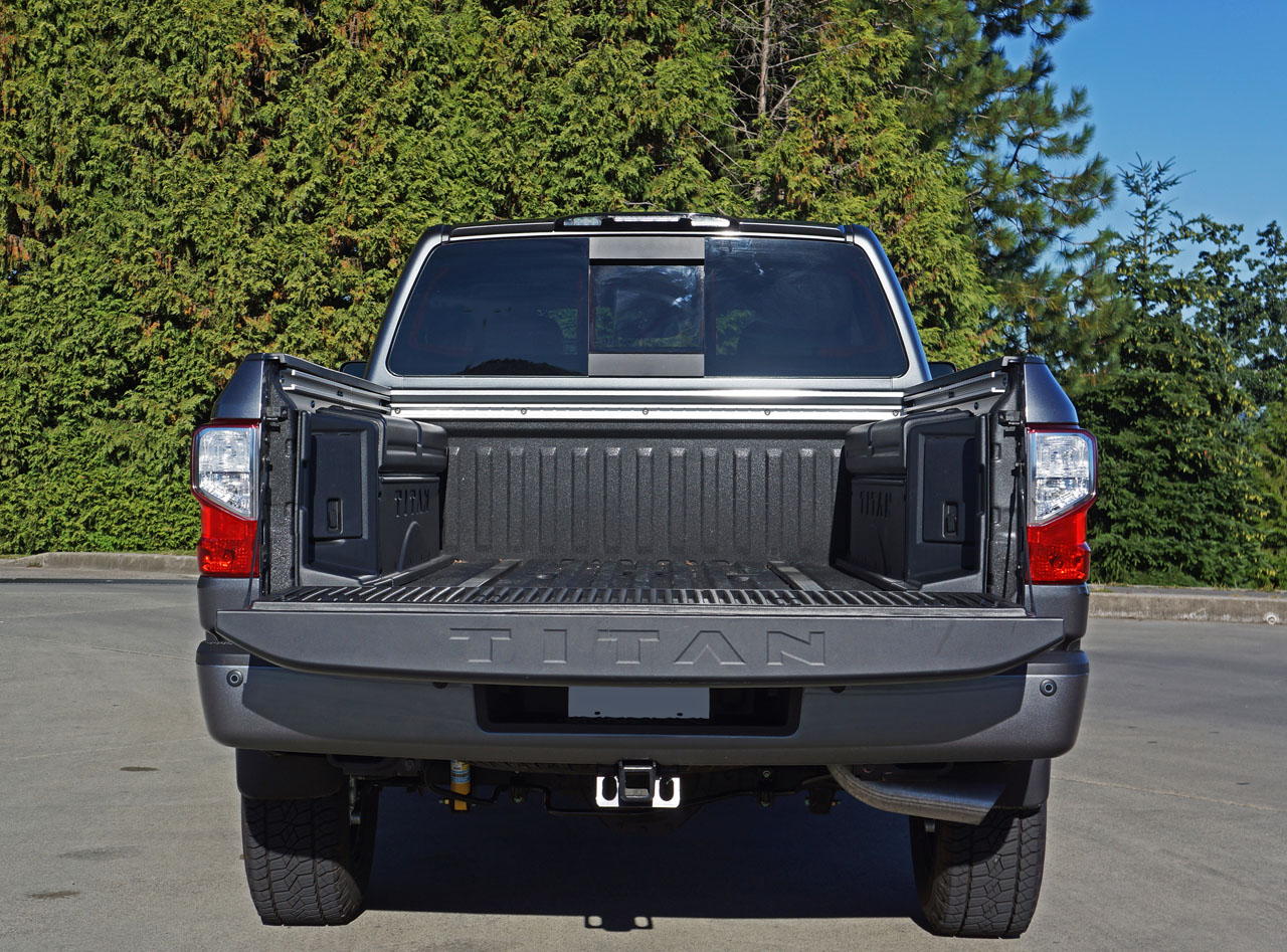 2016 nissan titan xd crew cab pro 4x diesel 4x4 road test review carcostcanada. Black Bedroom Furniture Sets. Home Design Ideas