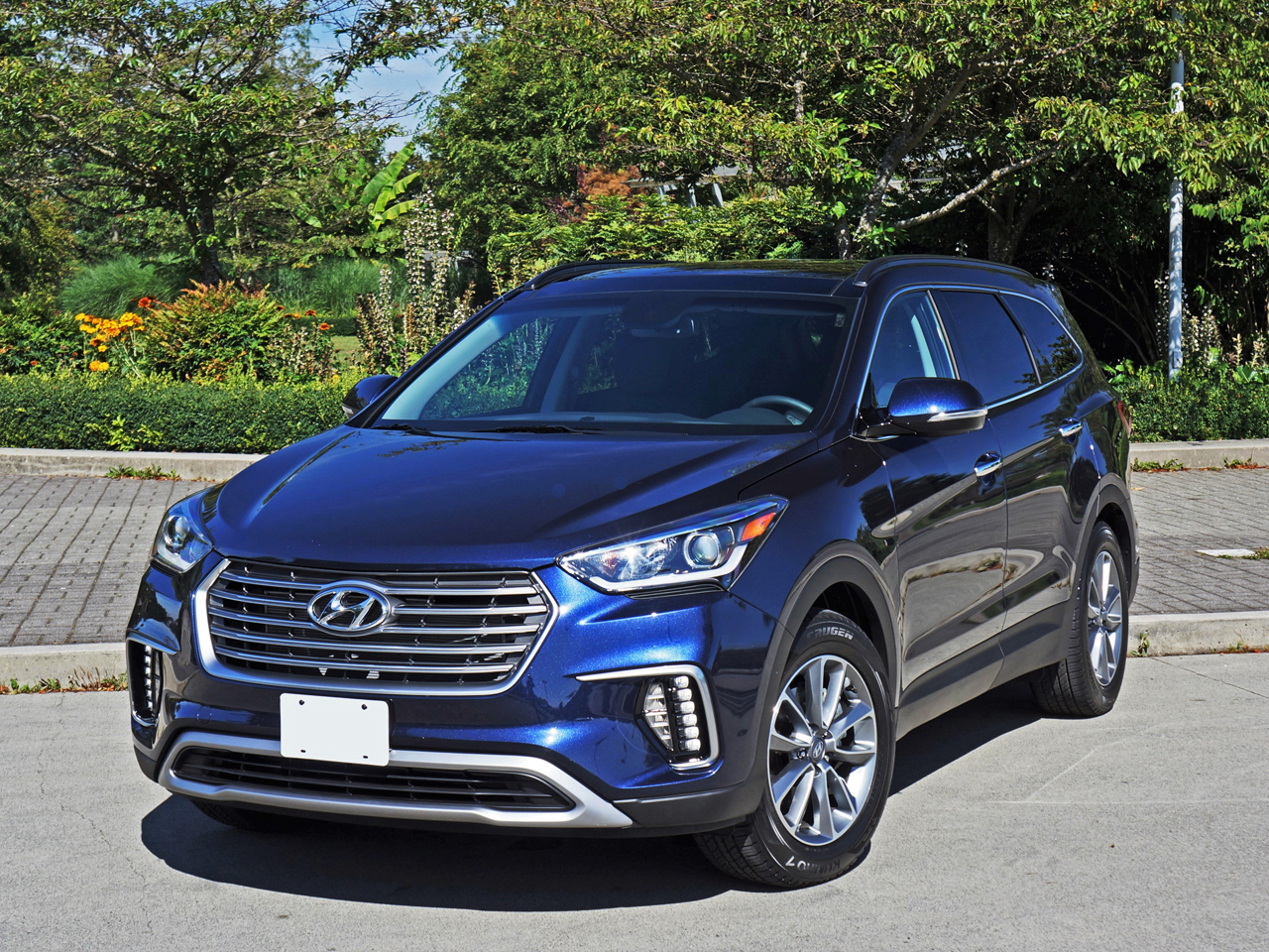 2017 Hyundai Santa Fe Towing Capacity >> 2017 Hyundai Santa Fe Xl Awd Road Test Review Carcostcanada