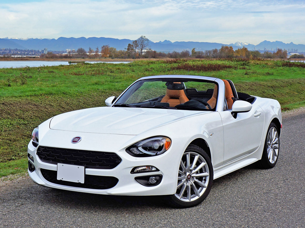 2017 fiat 124 spider lusso road test carcostcanada for Fiat 124 spider motor