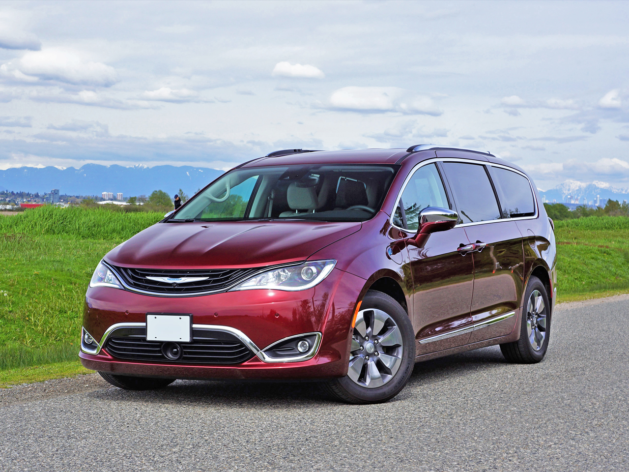 2017 Chrysler Pacifica Hybrid Platinum Road Test