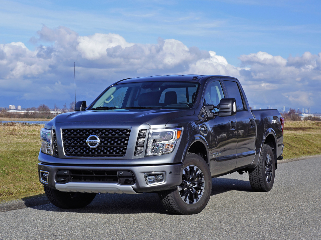 2017 nissan titan crew cab pro 4x road test carcostcanada. Black Bedroom Furniture Sets. Home Design Ideas