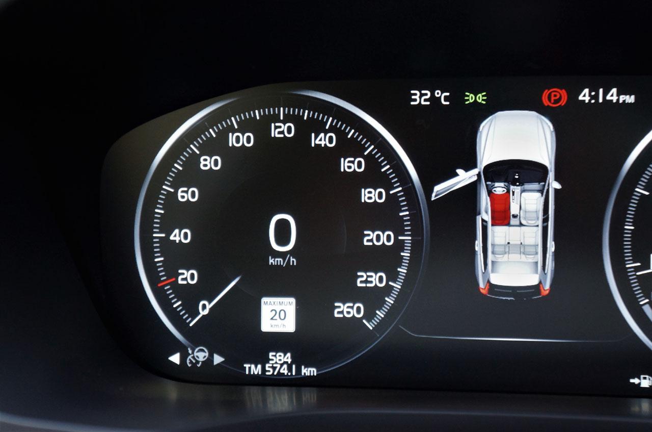 2018 Volvo XC60 T6 AWD Inscription Road Test | CarCostCanada