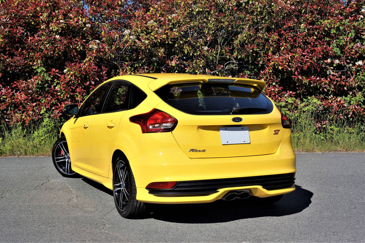 Ford Focus ST Road Test CarCostCanada - 2018 ford focus st invoice price