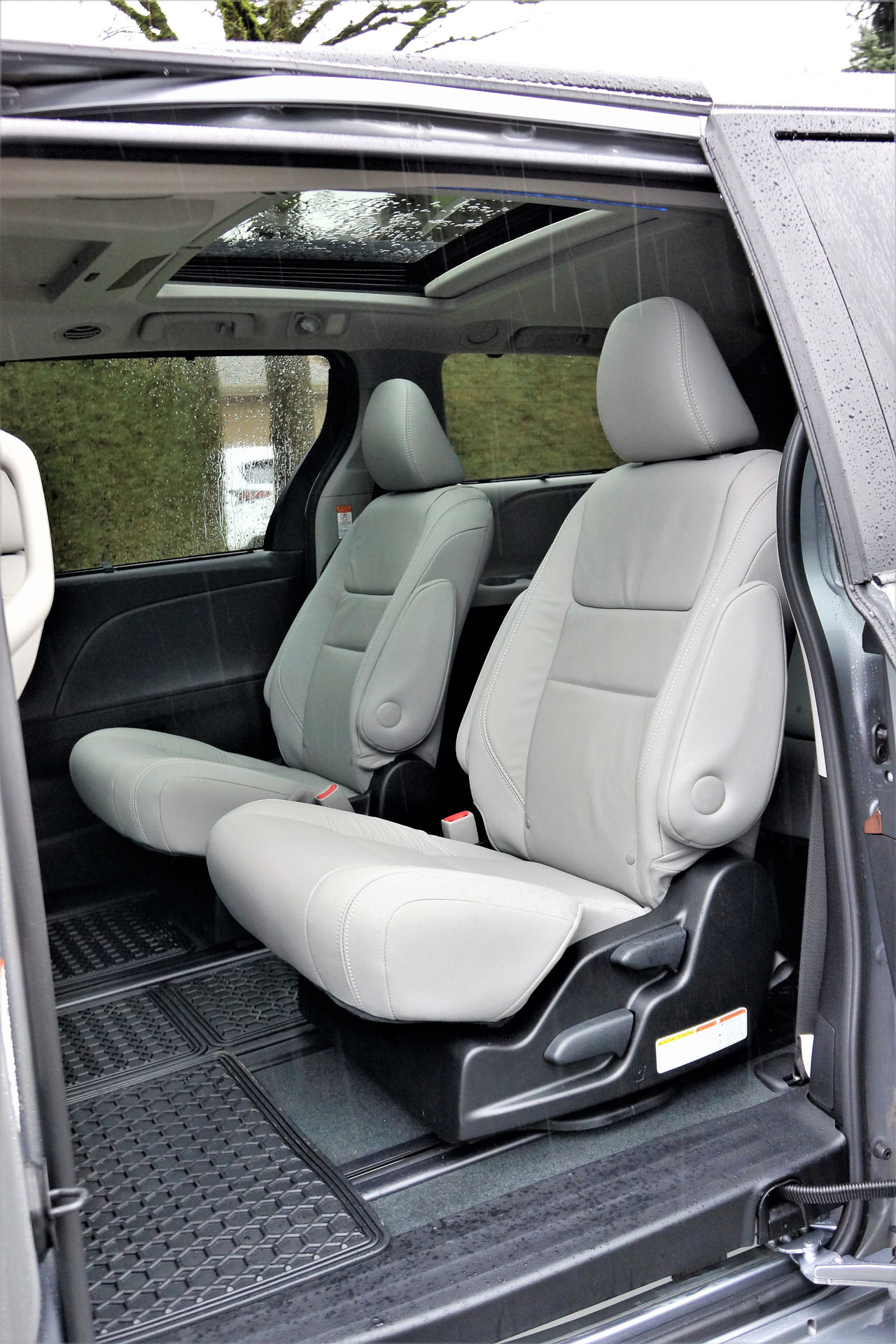 2018 toyota sienna seat removal