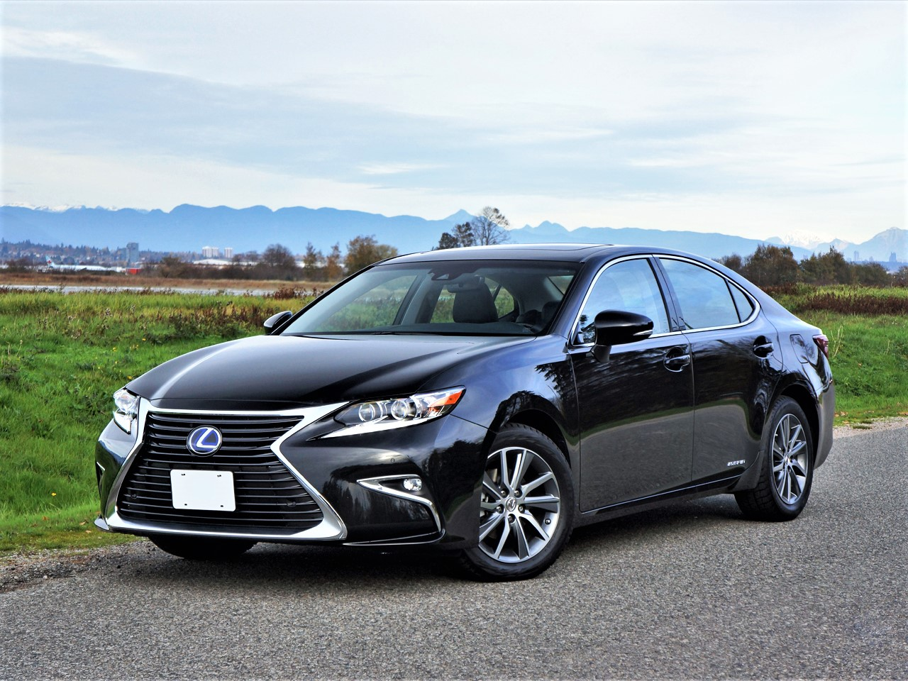 2017 Lexus Es 300h Road Test