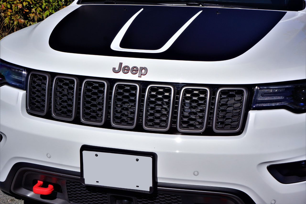 2017 Jeep Grand Cherokee Trailhawk 57 Hemi Road Test Carcostcanada 1999 Engine Wiring Harness The Upgrade Looks Fabulous On Already Stylish Photo Karen Tuggay Canadian Auto Press